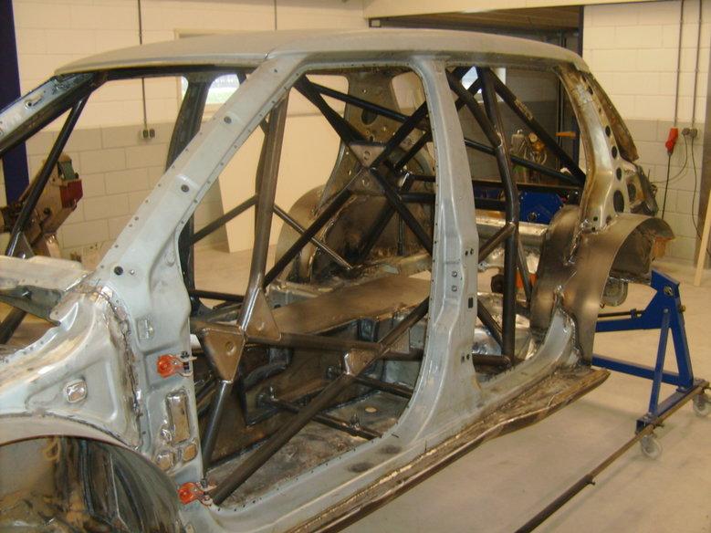 Skoda Fabia inbouw van FIA rolkooi